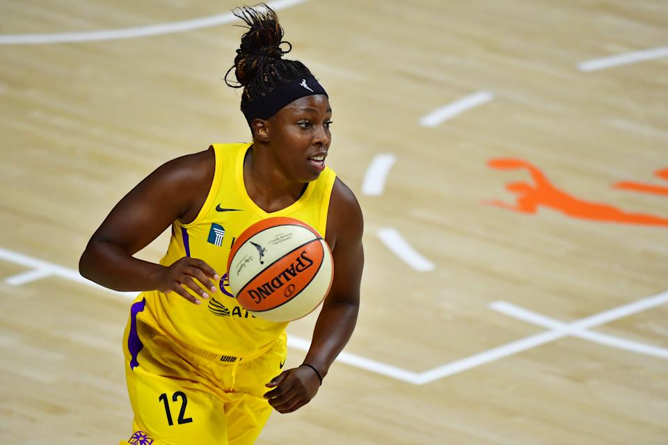 PALMETTO, FLORIDA - SEPTEMBER 06: Chelsea Gray #12 of the Los Angeles Sparks dribbles during the second half against the Chicago Sky at Feld Entertainment Center on September 06, 2020 in Palmetto, Florida. NOTE TO USER: User expressly acknowledges and agrees that, by downloading and or using this photograph, User is consenting to the terms and conditions of the Getty Images License Agreement. (Photo by Julio Aguilar/Getty Images)