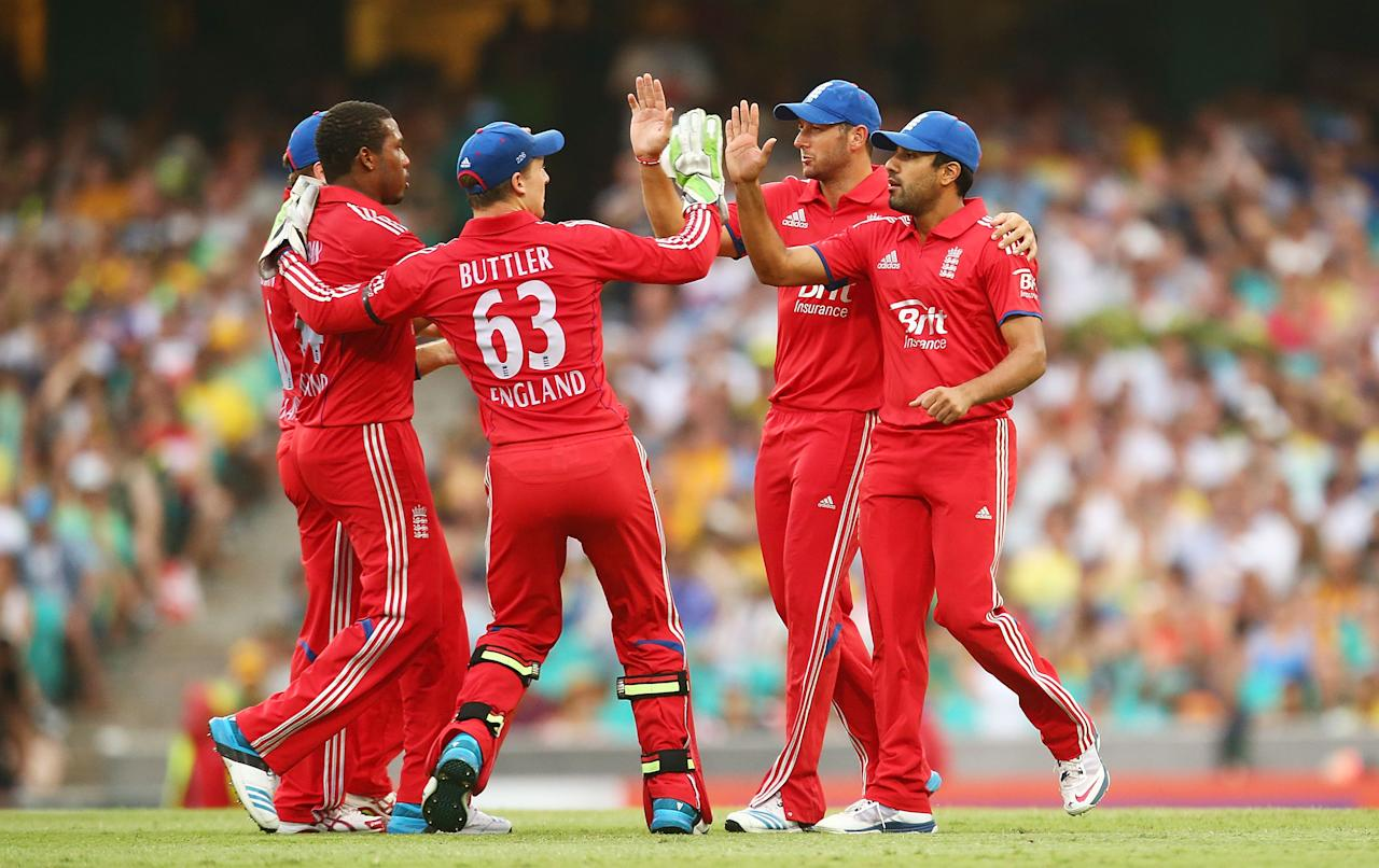 SYDNEY, AUSTRALIA - JANUARY 19:  Ravi Bopara of England is congratulated after taking a catch to dismiss Aaron Finch of Australia during game three of the One Day International Series between Australia and England at Sydney Cricket Ground on January 19, 2014 in Sydney, Australia.  (Photo by Mark Nolan/Getty Images)