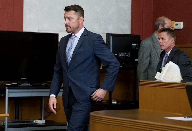 Judge delays sentence for 'The Bachelor' star in Iowa crash