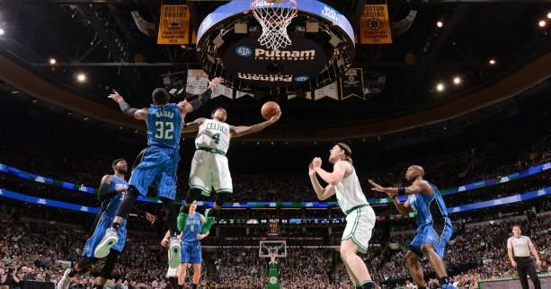Basket - NBA - Boston reste aux commandes, Milwaukee se rapproche des play-offs