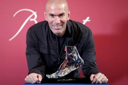 """Former French soccer player and European Leukodystrophy Association (ELA) patron Zinedine Zidane poses with the """"Zidane's Crystal Foot"""" created by Baccarat in Paris, France, June 12, 2018. REUTERS/Benoit Tessier"""