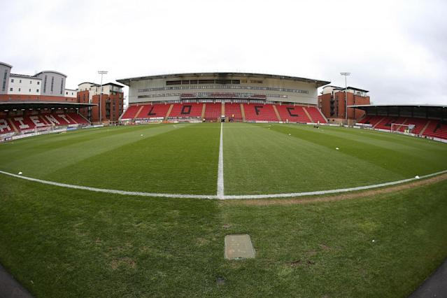 Leyton Orient boss Steve Davis 'sleeping at the office' as he moves into Brisbane Road