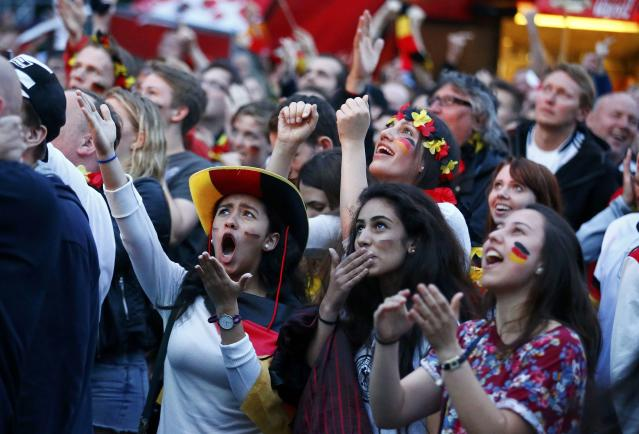 Fans of Germany react as they watch the 2014 World Cup final between Germany and Argentina in Brazil at a public screening of the match in Berlin July 13, 2014. REUTERS/Thomas Peter (GERMANY - Tags: SPORT SOCCER)
