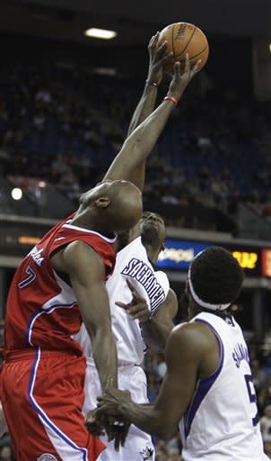 Los Angeles Clippers forward Lamar Odom, left, and Sacramento Kings forward Patrick Patterson, center battle for the rebound as Kings forward John Salmons, right, looks on during the first quarter of an NBA basketball game in Sacramento, Calif., Tuesday, March 19, 2013.(AP Photo/Rich Pedroncelli)