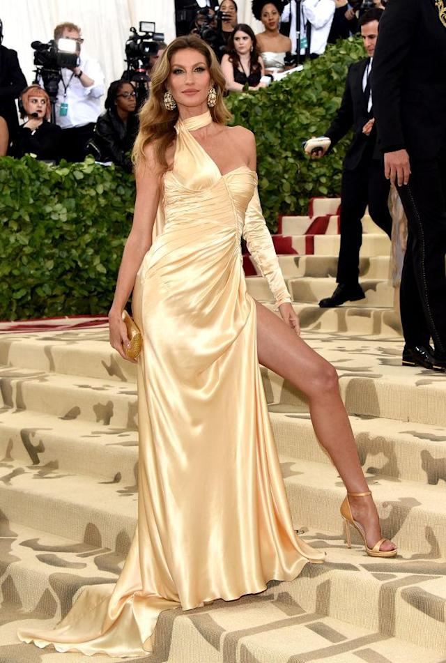 <p>Bündchen gave a shoutout to Versace for making her dress eco-friendly. (Photo: Getty Images) </p>