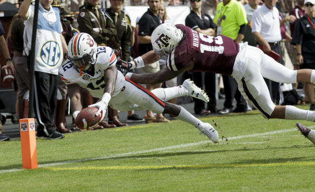 "Auburn wide receiver <a class=""link rapid-noclick-resp"" href=""/ncaaf/players/265404/"" data-ylk=""slk:Eli Stove"">Eli Stove</a> (12) dives for the end zone for a touchdown as Texas A&M linebacker <a class=""link rapid-noclick-resp"" href=""/ncaaf/players/274898/"" data-ylk=""slk:Anthony Hines III"">Anthony Hines III</a> (19) defends during the second half of an NCAA college football game on Saturday, Nov. 4, 2017, in College Station, Texas. (AP Photo/Sam Craft)"