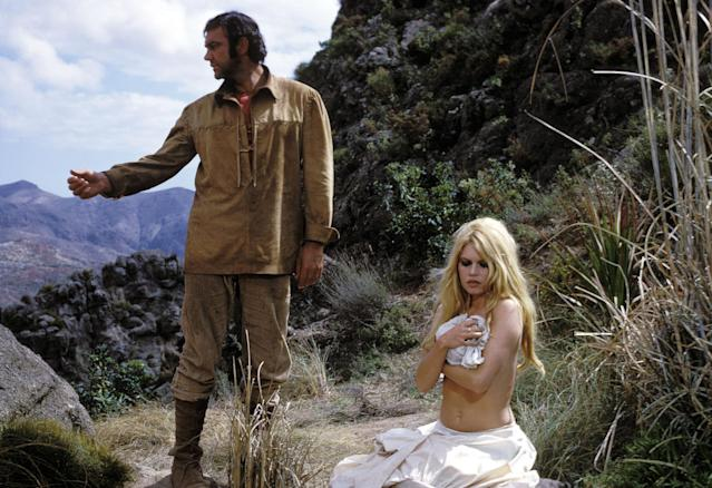 Sean Connery and Brigitte Bardot on set of the film <em>Shalako</em>, 1967. (Photo: Jean-Pierre Bonnotte/Gamma-Rapho via Getty Images)