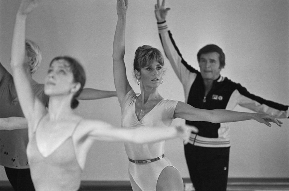 <p>Jane Fonda didn't release her best-selling first exercise video until the early '80s, but she started to show up in the fitness world in the late '70s. Here, she does ballet exercises at her workout studio with talk show narrator Mike Douglas during a taping of the <em>Mike Douglas Show</em>.<br></p>