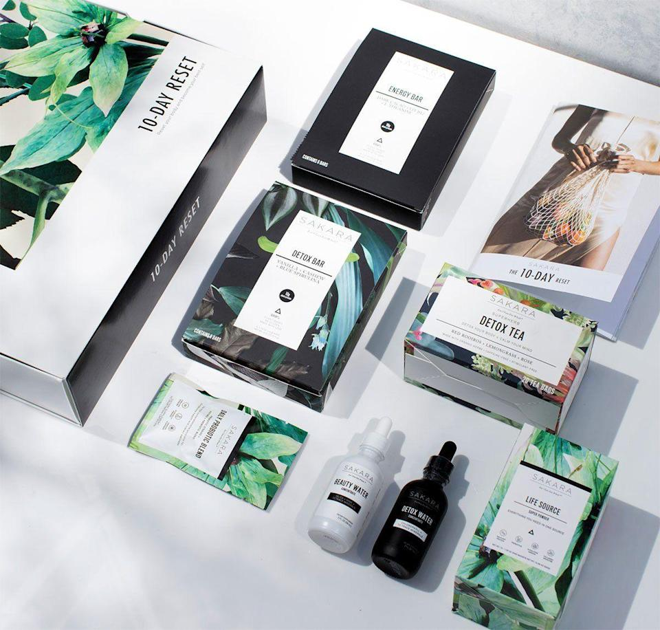 """<p><strong>Sakara Life</strong></p><p>sakara.com</p><p><strong>$195.00</strong></p><p><a href=""""https://go.redirectingat.com?id=74968X1596630&url=https%3A%2F%2Fwww.sakara.com%2Fcollections%2Fclean-boutique%2Fproducts%2Fthe-10-day-reset&sref=https%3A%2F%2Fwww.harpersbazaar.com%2Fbeauty%2Fhealth%2Fg23900366%2Fbest-fitness-gifts-ideas%2F"""" rel=""""nofollow noopener"""" target=""""_blank"""" data-ylk=""""slk:SHOP"""" class=""""link rapid-noclick-resp"""">SHOP</a></p><p>If we could eat Sakara life bars and meals every single day, we would. But the plant-based meal service is pricey, which makes it the perfect holiday gift. Give a standard gift card or the 10-day reset full of snacks and supplements.</p>"""