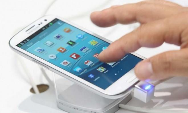Apple,Schmapple: Samsung's Galaxy smartphones reported extraordinarily strong sales to close out 2012.