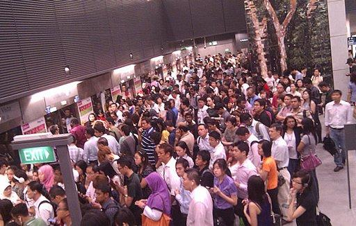 Train service between one-North and Bishan Stations on the Circle Line has stopped since 8.55am this morning. (Yahoo! photo)