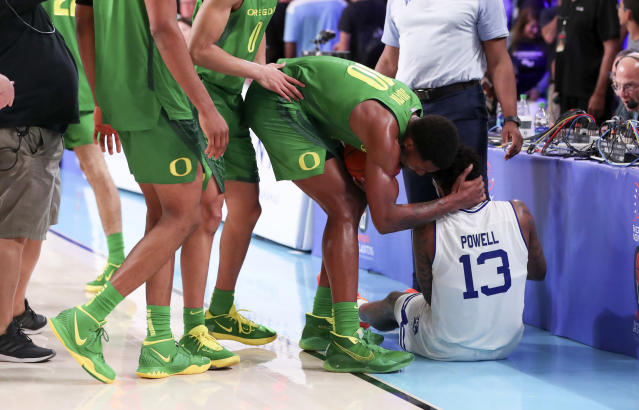"""Oregon's Lok Wur apologized for tripping Seton Hall's <a class=""""link rapid-noclick-resp"""" href=""""/ncaab/players/136025/"""" data-ylk=""""slk:Myles Powell"""">Myles Powell</a> during a game on Wednesday. (Kevin Jairaj-USA TODAY Sports)"""