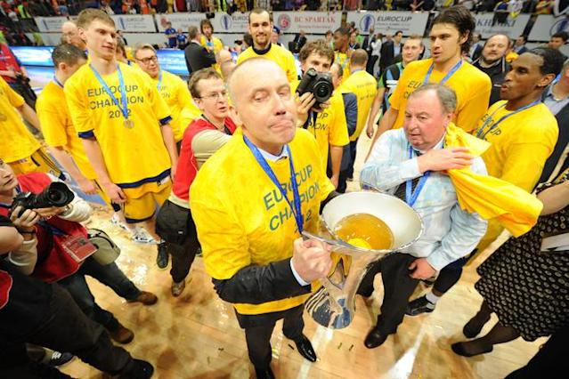 BC Khimki's head coach Rimas Kurtinaitis (C) and players celebrate after winning the Eurocup final basketball match between BC Khimki and Valencia in Khimki, outside Moscow on April 15, 2012. BC Khimki won 77-68. AFP PHOTO / KIRILL KUDRYAVTSEV