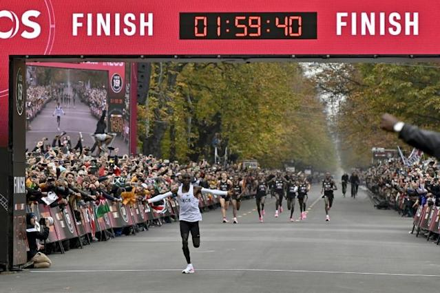 Kenya's Eliud Kipchoge making history in Vienna (AFP Photo/HERBERT NEUBAUER)