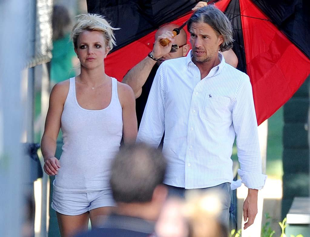 """<i>In Touch</i> reports Britney Spears is """"devastated"""" that Kevin Federline and his girlfriend are having a baby girl because the singer has been """"yearning"""" and """"desperate"""" for a daughter of her own. According to the mag, """"Britney was jealous to begin with, but the fact that it's a girl is really killing her."""" For how bad it's affecting her, and the secret plan Spears' inner circle has hatched to deal with her pain, click over to <a href=""""http://www.gossipcop.com/britney-spears-baby-girl-kevin-federline-daughter-victoria-prince/"""" target=""""new"""">Gossip Cop. <a href=""""http://www.splashnewsonline.com"""" target=""""new"""">Splash News</a> - May 2, 2011</a>"""