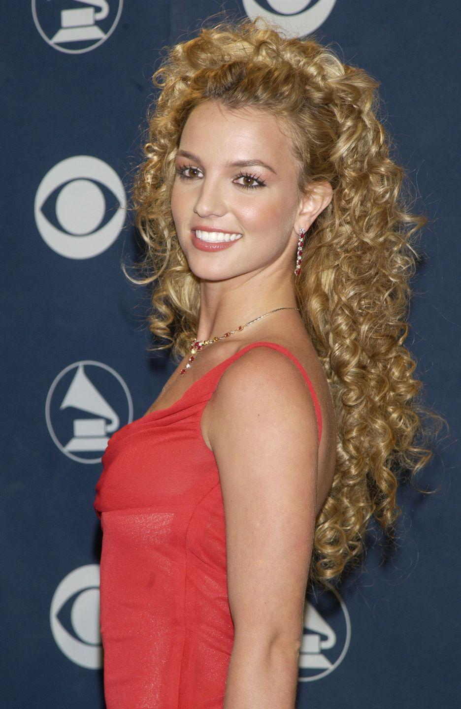 <p>Was Britney going to the Grammys or prom? Your guess is as good as mine. So. Many. Curls.</p>