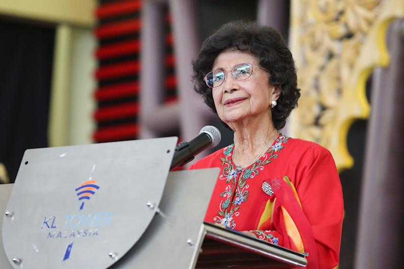 NBII said the award is in recognition of Dr Siti Hasmah's contributions in drug abuse control, women's health, family planning, development of rural women as well as in adult literacy in Malaysia. — Picture by Choo Choy May