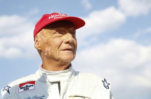 Niki Lauda, recovering from a lung transplant,  putting pressure on Lewis Hamilton