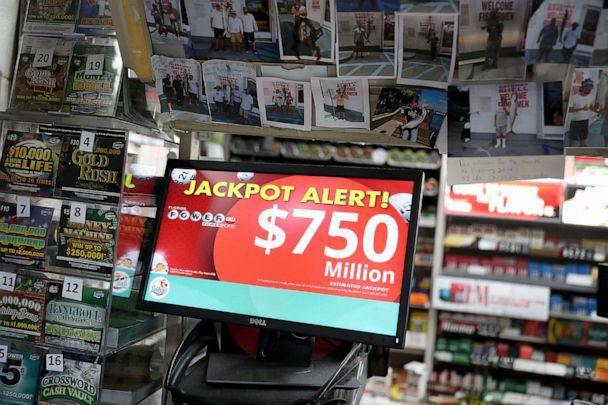 PHOTO: The Powerball jackpot is seen on a sign at the Shell Gateway store, March 26, 2019, in Boynton Beach, Florida. (Joe Raedle/Getty Images)