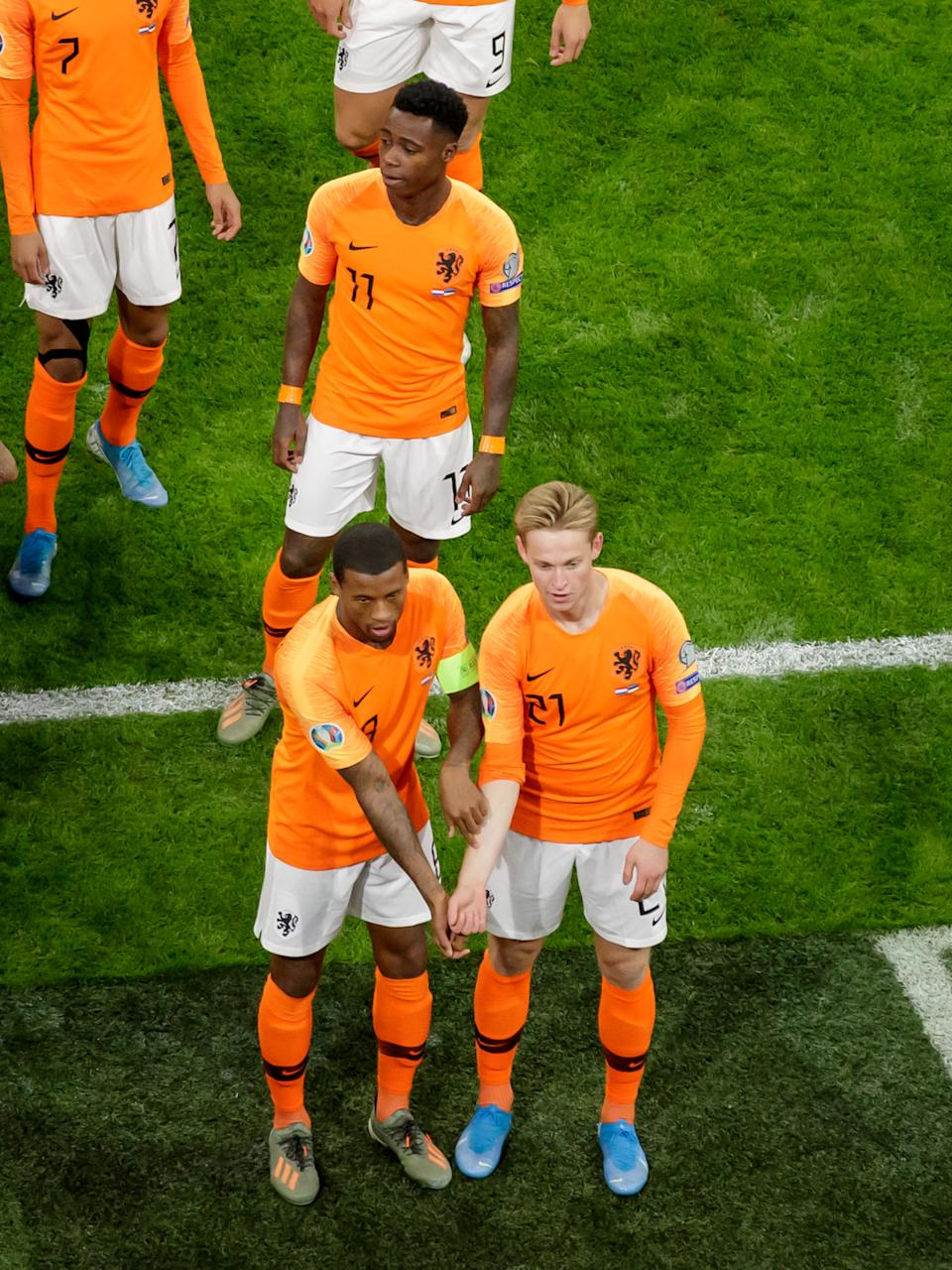 AMSTERDAM, NETHERLANDS - NOVEMBER 19: Georginio Wijnaldum of Holland celebrates 1-0 with Frenkie de Jong of Holland  during the  EURO Qualifier match between Holland  v Estonia  at the Johan Cruijff Arena on November 19, 2019 in Amsterdam Netherlands (Photo by Rico Brouwer/Soccrates/Getty Images)