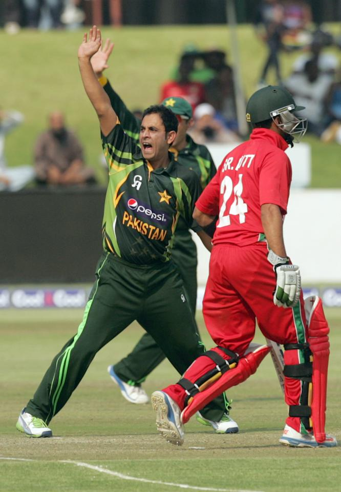Pakistan bowler Adbul Rehman (L) appeals for the wicket of Zimbabwe batsman Sikanda Raza Butt (R) on August 31, 2013 during the third and final one-day international at the Harare Sports Club. AFP PHOTO / JEKESAI NJIKIZANA        (Photo credit should read JEKESAI NJIKIZANA/AFP/Getty Images)