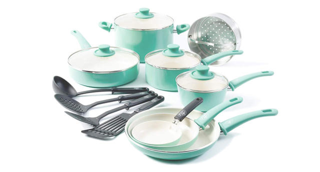 Soft grip ceramic non-stick 16-piece cookware set in turquoise manufactured free of chemicals that cause toxic fumes (Photo: GreenLife)