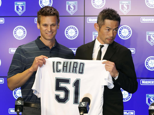 Seattle Mariners' Ichiro Suzuki, right, holds up his jersey with Mariners' G.M. Jerry Dipoto during a news conference at the teams' spring training baseball complex Wednesday, March 7, 2018, in Peoria, Ariz. Suzuki signed a one year deal in his return to the Mariners. (AP Photo/Matt York)