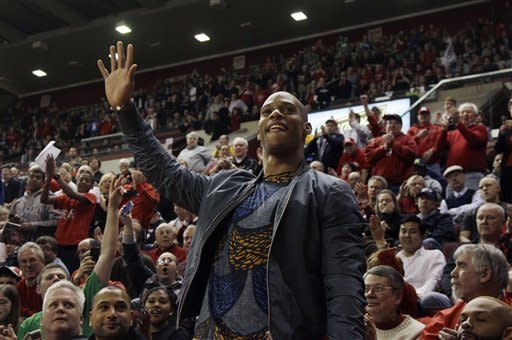 New York Giants wide receiver Victor Cruz, of Paterson, N.J. waves as he is introduced during the first half of an NCAA college basketball game between Seton Hall and Rutgers in Piscataway, N.J., Wednesday, Feb. 8, 2012. (AP Photo/Mel Evans)