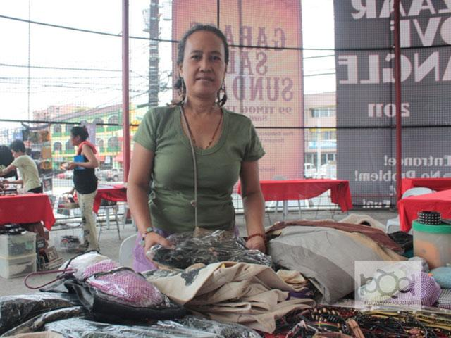 Filipino entrepreneurs promote political causes through bags and T-shirts