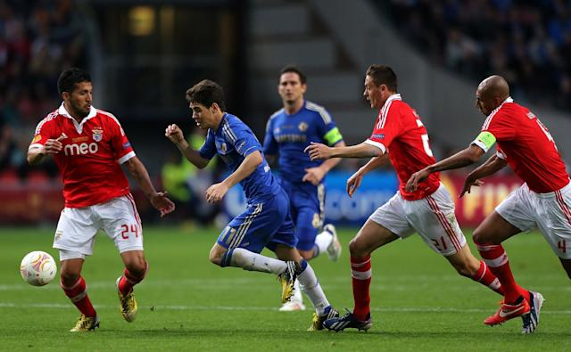 Chelsea's Emboaba Oscar (centre) in action against Benfica