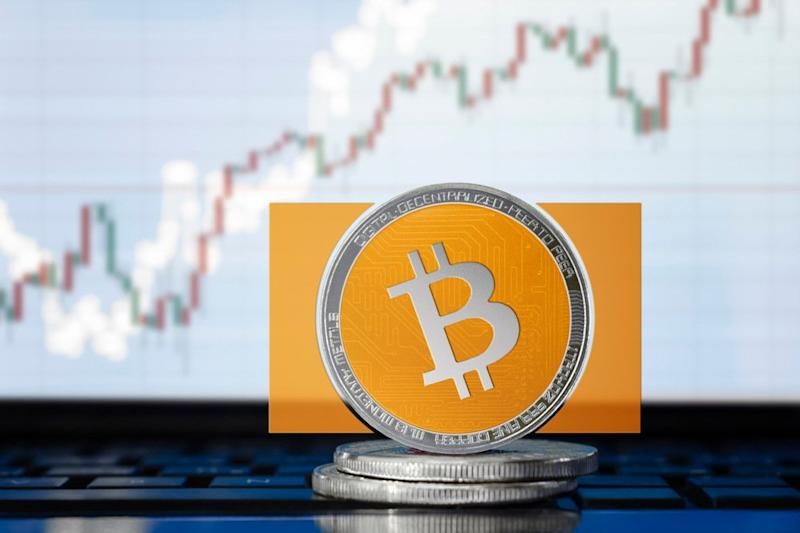 Bitcoin Cash is leading the crypto market with a weekly rally of more than 20 percent. | Source: Shutterstock