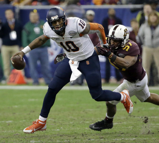 Syracuse quarterback Terrel Hunt (10) breaks away from Minnesota linebacker Aaron Hill (57) during the second half of the Texas Bowl NCAA college football game on Friday, Dec. 27, 2013, in Houston. Syracuse won 21-17. (AP Photo/David J. Phillip)
