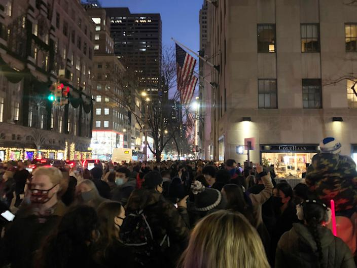 fifth avenue christmas shopping