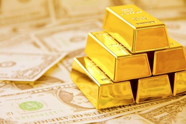 Gold Shines Into Weekend, Dollar Slips While Pound Yawns
