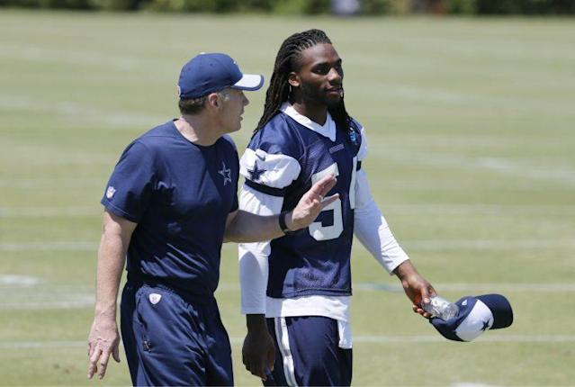 "<a class=""link rapid-noclick-resp"" href=""/nfl/players/29268/"" data-ylk=""slk:Jaylon Smith"">Jaylon Smith</a> walks off the practice field with Cowboys linebackers coach Matt Eberflus. (AP)"