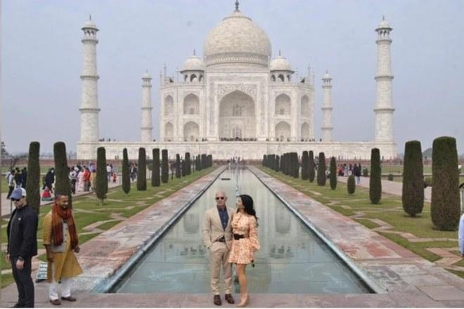 Amazon founder Jeff Bezos, Jeff Bezos in India, Jeff Bezos in Taj Mahal, Taj Mahal, Agra, Jeff Bezos family, Lauren Sanchez