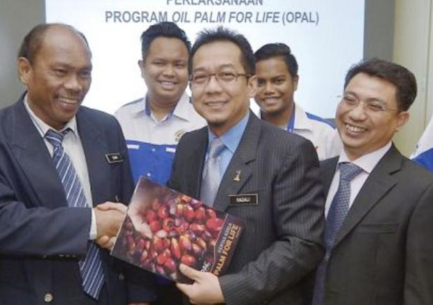 Minister in the Prime Minister's Department Datuk Razali Ibrahim (centre) said the government had re-appointed judges past the mandatory retirement age to retain their expertise and experience. — Bernama pic