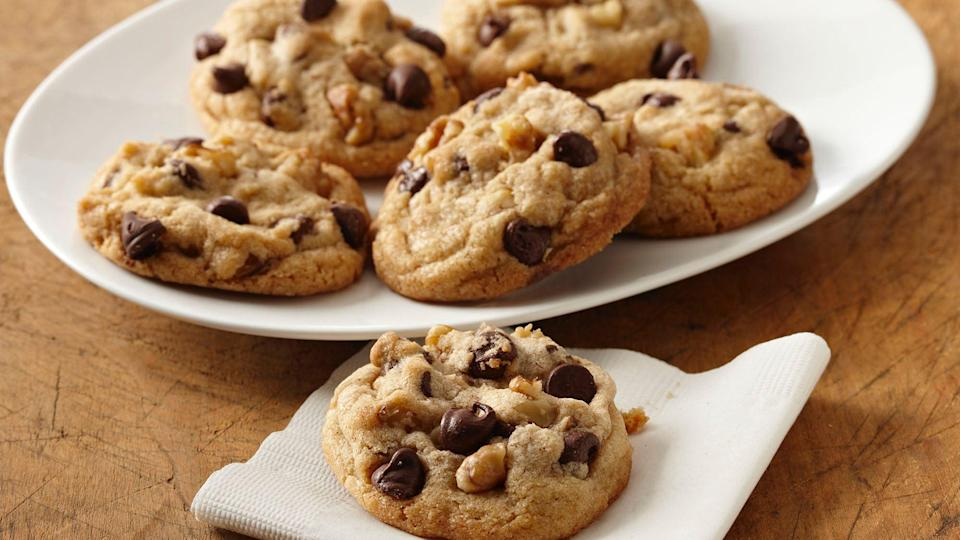 """<p>If you're a fan of <a href=""""https://www.thedailymeal.com/eat/chocolate-chip-cookies-ranked-gallery?referrer=yahoo&category=beauty_food&include_utm=1&utm_medium=referral&utm_source=yahoo&utm_campaign=feed"""" rel=""""nofollow noopener"""" target=""""_blank"""" data-ylk=""""slk:good old-fashioned chocolate chip cookies"""" class=""""link rapid-noclick-resp"""">good old-fashioned chocolate chip cookies</a>, then you're sure to like the hint of spice in cinnamon chocolate chip cookies.</p> <p><a href=""""https://www.thedailymeal.com/recipes/cinnamon-chocolate-chip-cookies-recipe-0?referrer=yahoo&category=beauty_food&include_utm=1&utm_medium=referral&utm_source=yahoo&utm_campaign=feed"""" rel=""""nofollow noopener"""" target=""""_blank"""" data-ylk=""""slk:For the Cinnamon Chocolate Chip Cookies recipe, click here."""" class=""""link rapid-noclick-resp"""">For the Cinnamon Chocolate Chip Cookies recipe, click here.</a></p>"""