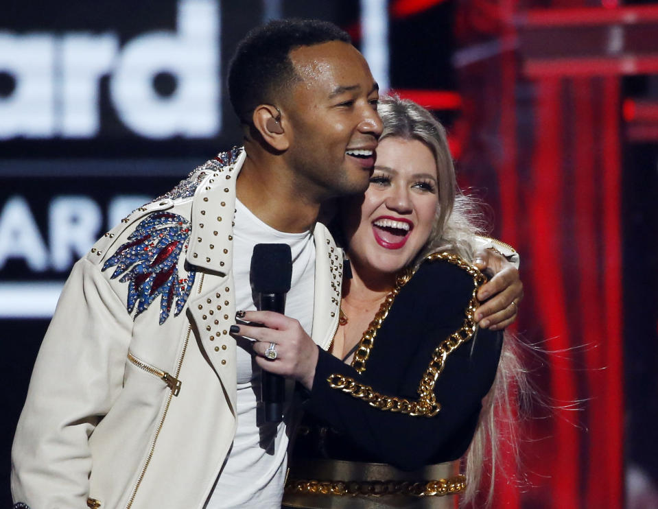 """John Legend and Kelly Clarkson's cover of """"Baby, It's Cold Outside"""" has been slammed as """"absurd"""" by Dean Martin's daughter. (Photo: REUTERS/Mario Anzuoni)"""