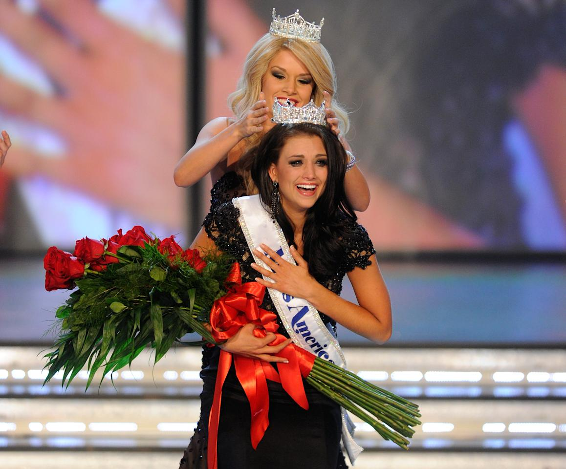 LAS VEGAS, NV - JANUARY 14:  Miss America 2011 Teresa Scanlan crowns Laura Kaeppeler, Miss Wisconsin, the new Miss America during the 2012 Miss America Pageant at the Planet Hollywood Resort & Casino January 14, 2012 in Las Vegas, Nevada.  (Photo by Ethan Miller/Getty Images)