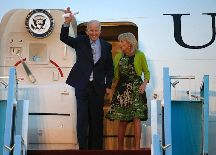 US Vice President Joe Biden (L) and his wife Jill arrive at Israel's Ben Gurion International airport on March 8, 2016 (AFP Photo/Jack Guez)
