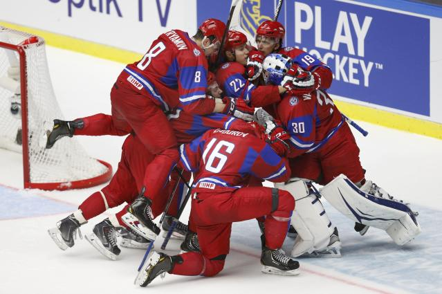 Russia celebrates defeating Canada to win the bronze medal in their IIHF World Junior Championship ice hockey game in Malmo, Sweden, January 5, 2014. REUTERS/Alexander Demianchuk (SWEDEN - Tags: SPORT ICE HOCKEY)