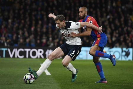 Britain Soccer Football - Crystal Palace v Tottenham Hotspur - Premier League - Selhurst Park - 26/4/17 Tottenham's Jan Vertonghen in action with Crystal Palace's Andros Townsend Reuters / Dylan Martinez Livepic