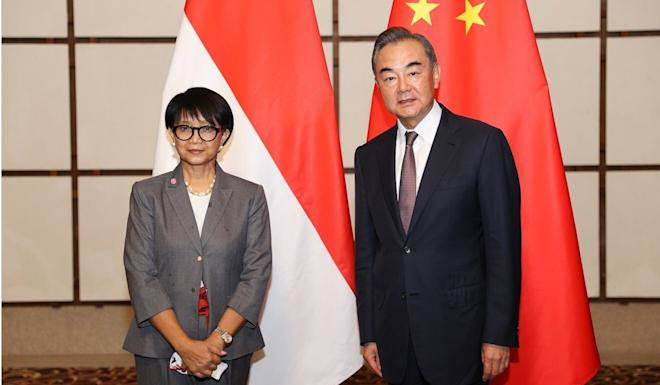 Chinese Foreign Minister Wang Yi meets his Indonesian counterpart, Retno Marsudi, in Hainan on Thursday. Photo: Xinhua