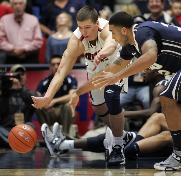 Arizona's Kaleb Tarczewski, left, and Oral Roberts Damen Bell-Holter, right, scramble for a loose ball during the first half of an NCAA college basketball game at McKale Center in Tucson, Ariz., Tuesday, Dec. 18, 2012. (AP Photo/John Miller)