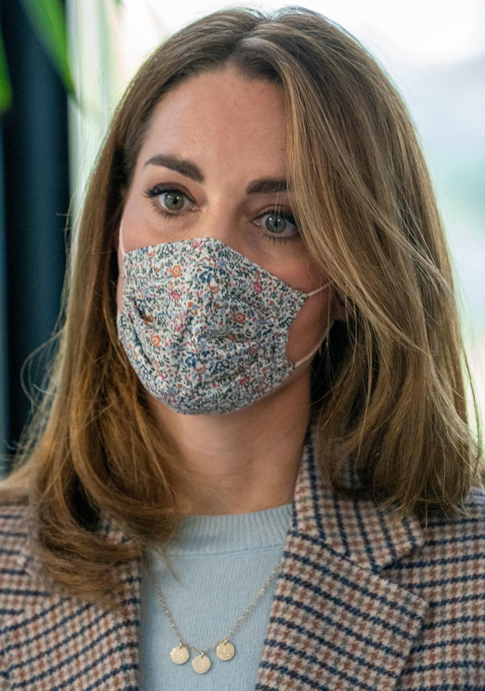 Britain's Catherine, Duchess of Cambridge wears a facemask during her visit to hear how the novel coronavirus COVID-19 pandemic has impacted students' university life and what national measures have been put in place to support student mental health, at the University of Derby, in central England on October 6, 2020. - students (Photo by ARTHUR EDWARDS / POOL / AFP) (Photo by ARTHUR EDWARDS/POOL/AFP via Getty Images)
