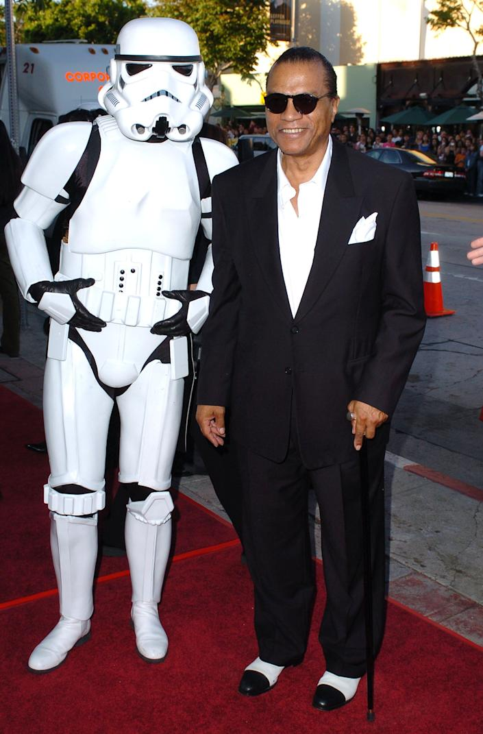 Imperial Stormtroopers and Billy Dee Williams during 'Star Wars: Episode III - Revenge of The Sith' Premiere to Benefit Artists for a New South Africa Charity - Arrivals at Mann's Village Theater in Westwood, CA, United States. (Photo by SGranitz/WireImage)