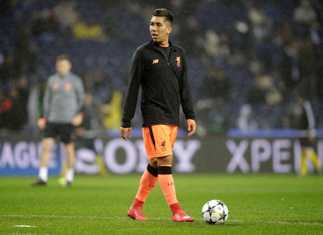 Soccer Football - Champions League Round of 16 First Leg - FC Porto vs Liverpool - Estadio do Dragao, Porto, Portugal - February 14, 2018 Liverpool's Roberto Firmino during the warm up before the match REUTERS/Miguel Vidal