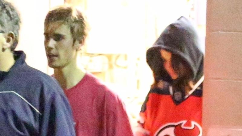 Selena Gomez Attends Justin Bieber's Hockey Game, Leaves Wearing His Jersey