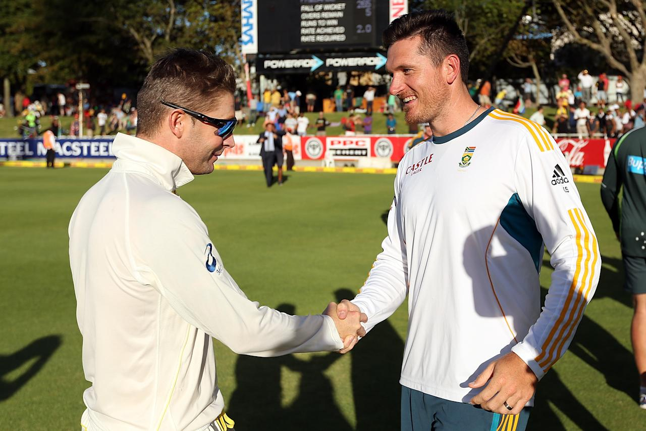 CAPE TOWN, SOUTH AFRICA - MARCH 05: Michael Clarke of Australia shakes hands with Graeme Smith of South Africa after the game during day 5 of the third test match between South Africa and Australia at Sahara Park Newlands on March 5, 2014 in Cape Town, South Africa.  (Photo by Morne de Klerk/Getty Images)